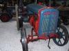 Traktor mit Stahlrädern